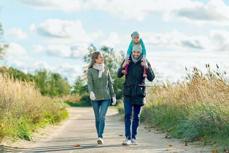 Famiglia che passeggia
