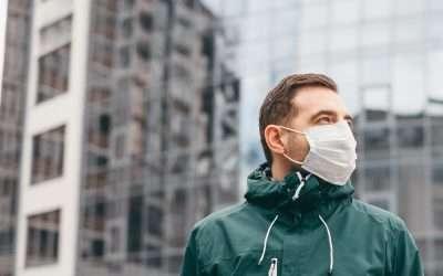 Misure di sicurezza per Covid-19 ragazzo con mascherina